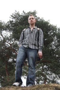 Dan Thompson Author Pic 2
